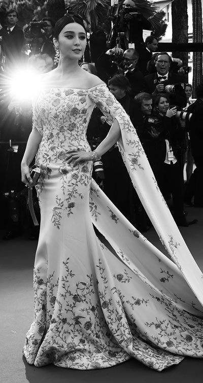 cannes red carpet fashion fan bingbing black and white photograph 400 x 755