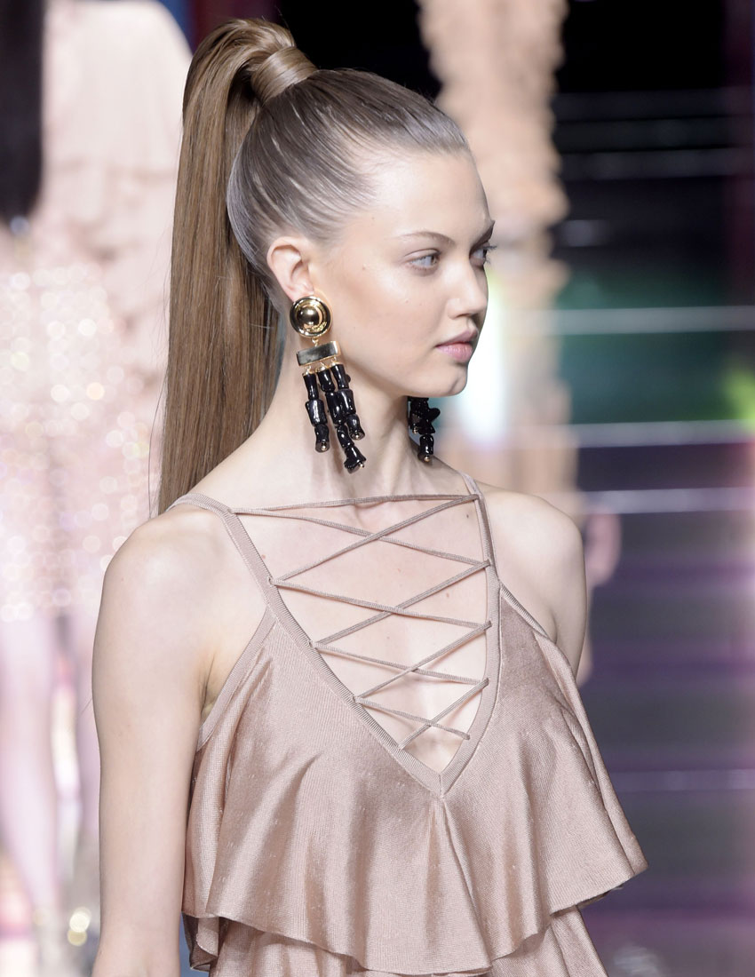 ss16 fashion show hairstyles balmain ponytail 850 x 1100