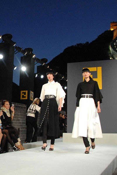 top fashion shows catwalk fendi great wall china november 2007 400 x 600