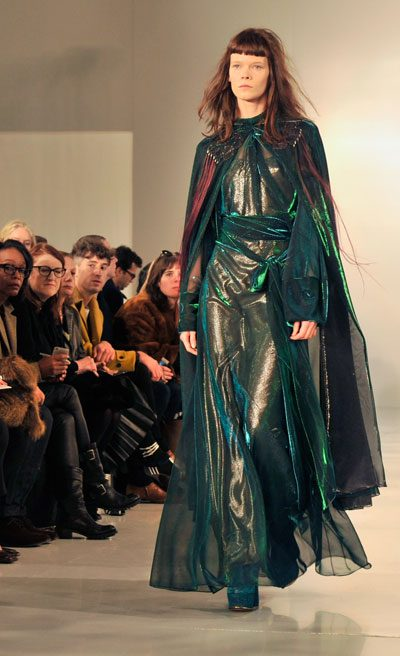 maison margiela winter fashion cape coat aw16/17 runway look 400 x 656