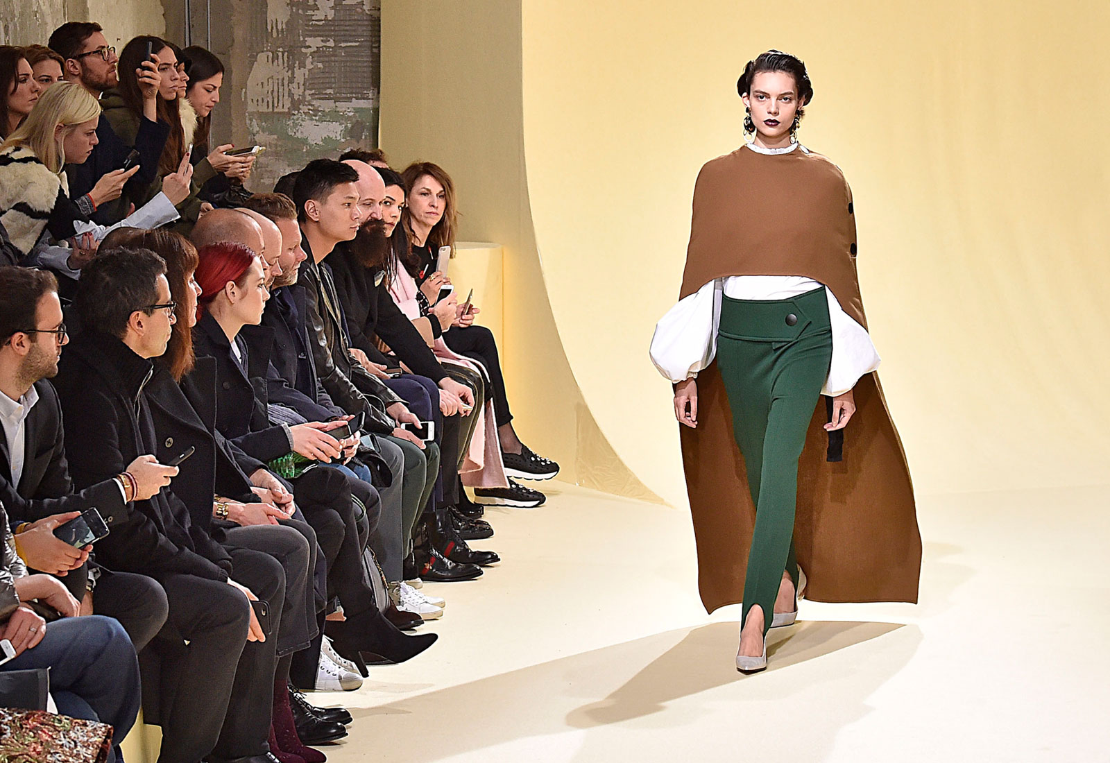 marni aw16/17 runway look capes winter fashion trends