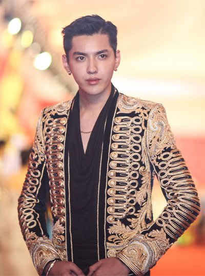 2016 shanghai international film festival red carpet fashion kris wu in balmain military jacket 400 x 537