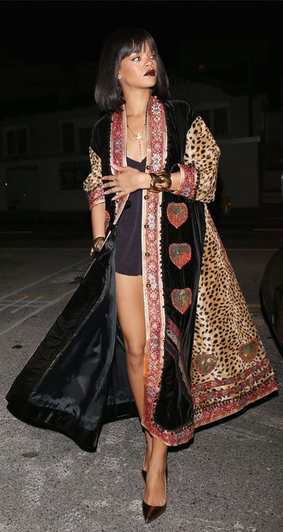 moschino fashion top 5 looks featuring rihanna in vintage 1993 leopard print velvet coat 400 x 752