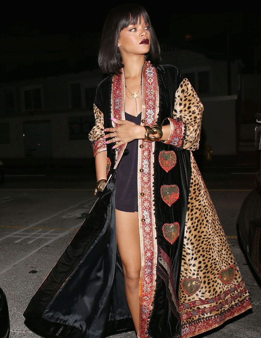 moschino fashion top 5 looks featuring rihanna in vintage 1993 leopard print velvet coat 850 x 1100