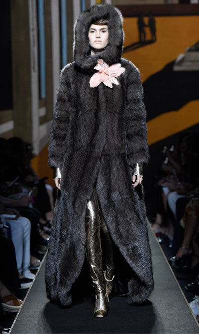 fendi fashion top iconic looks featuring fendi fur coat 400x670