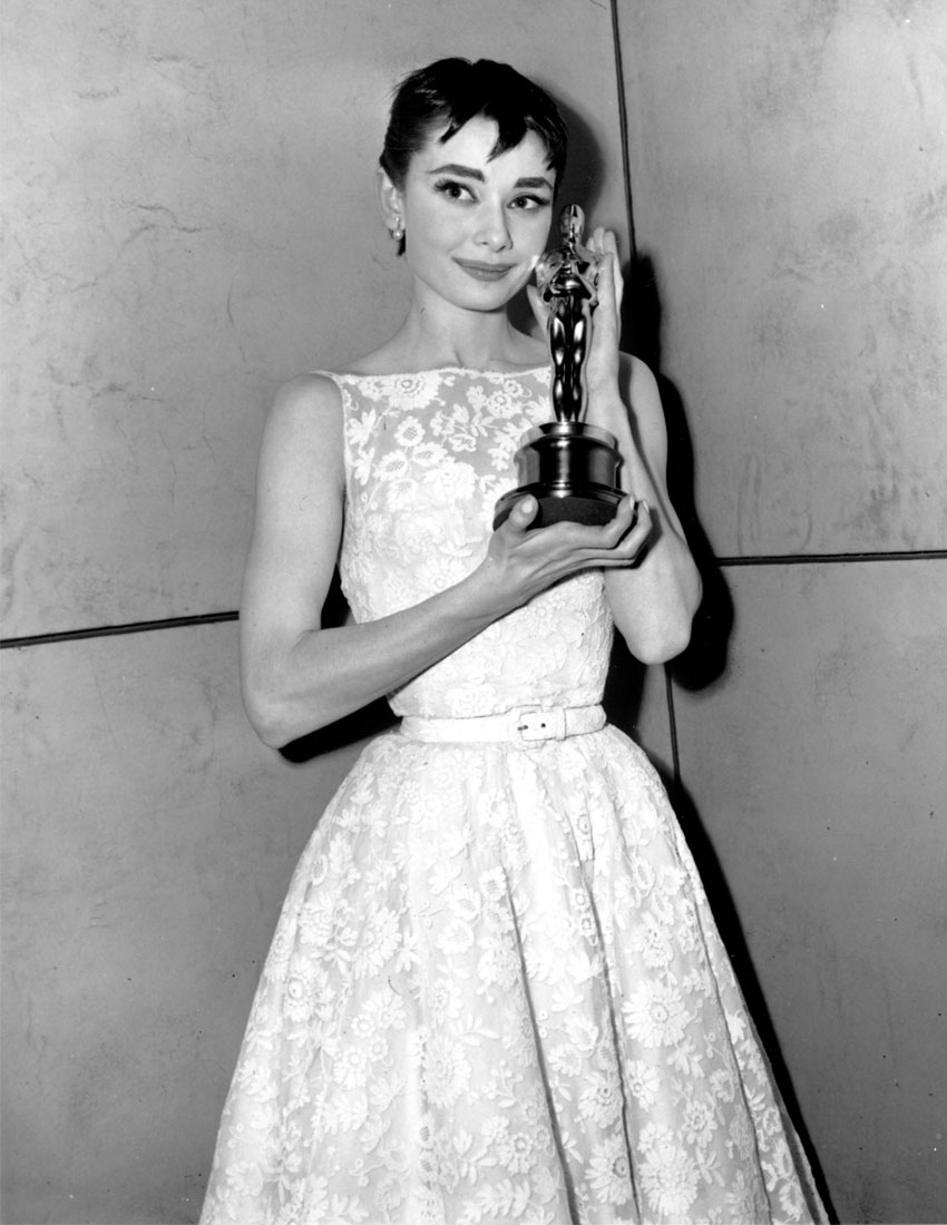 top 5 givenchy fashion featuring actress audrey hepburn at 1954 academy awards oscars 850x1100