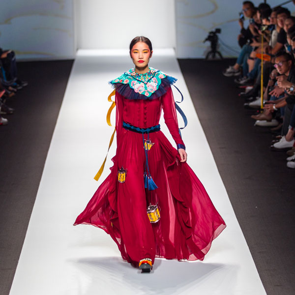 chinese fashion brand mukzin fashion show runway
