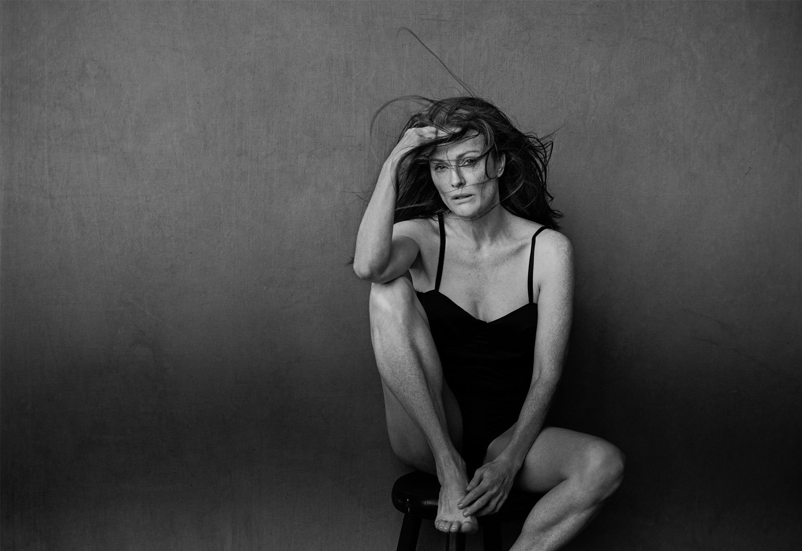 pirelli calender 2017 featuring actress julianne moore photographed by peter lindbergh
